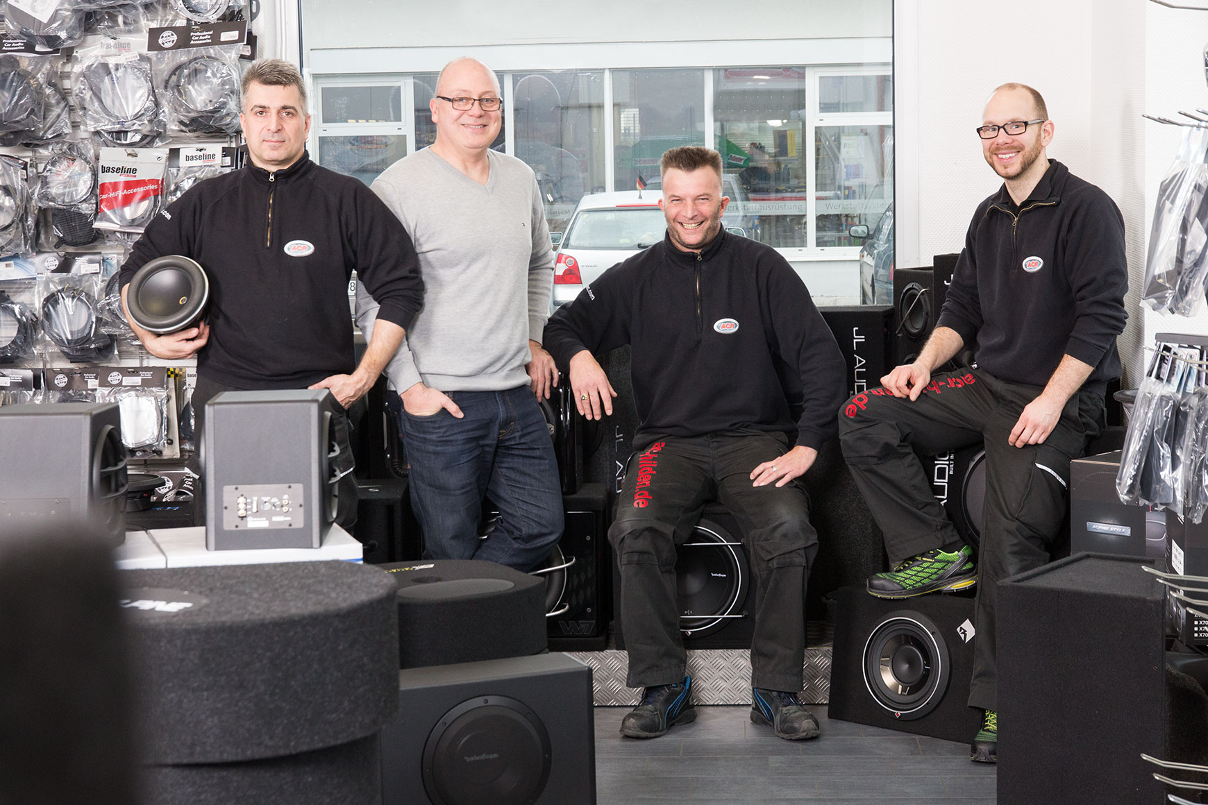 ACR-Autoakustik-Hilden-Team-und-Boxen