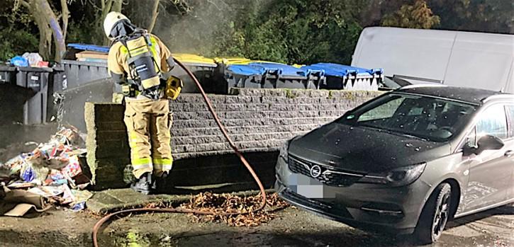 Altpapiercontainer brannten: Polizei ermittelt