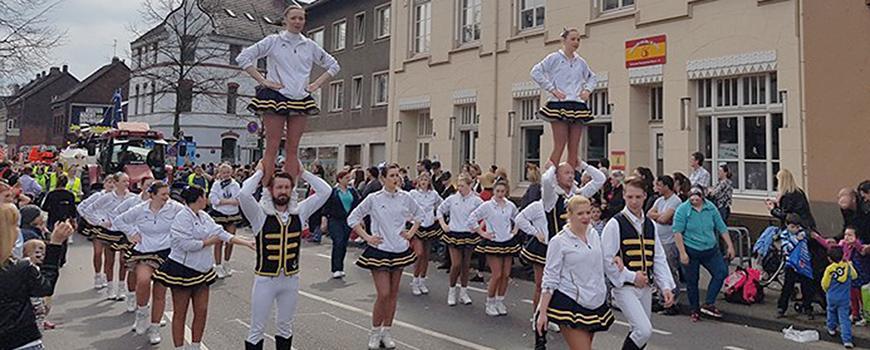 Rosenmontagszug-Hilden-Karneval-FussgruppeuJ3X1XL2b173d