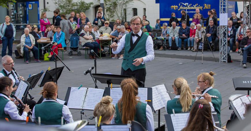 Sinfonisches-Blasorchester-Musikschule-Hilden-Autoschauuj7YMaMzz4SeX