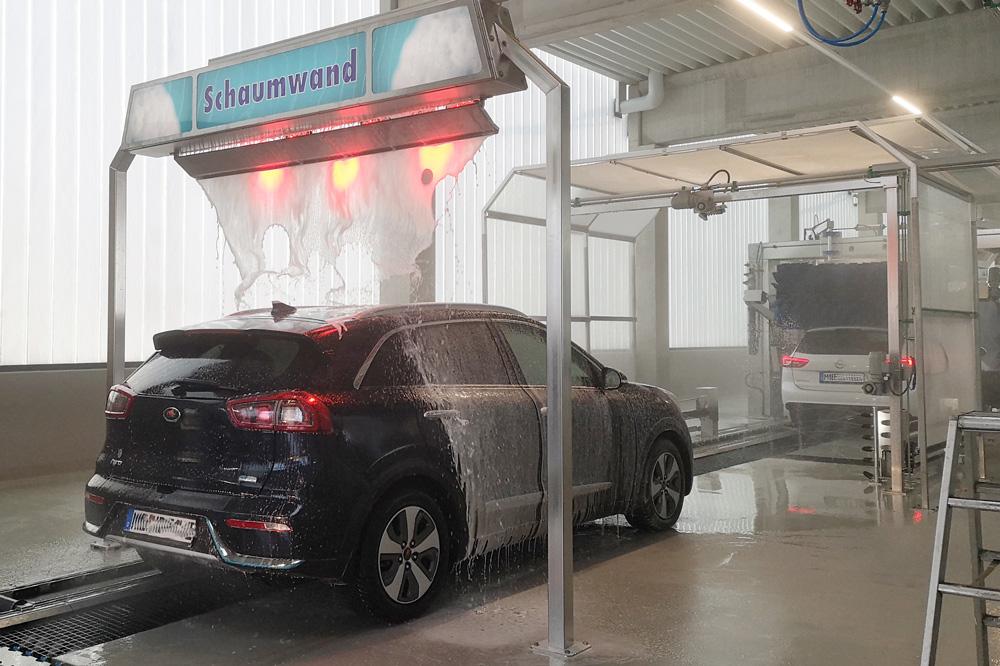 Best_Car_Wash_Hilden-Autowaesche-Schaumwand-2