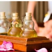 Massage mit Sesam- oder Mandelöl