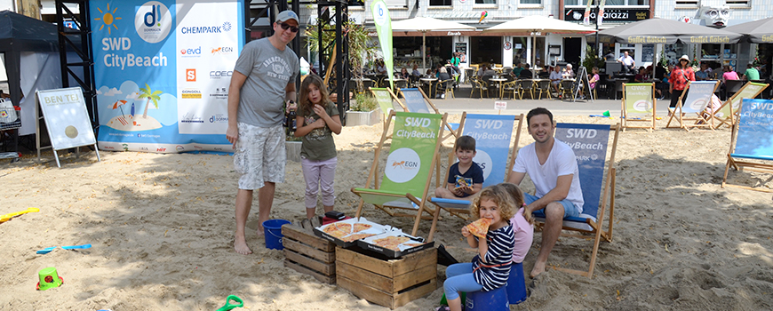 Rund um das Historische Rathaus in Dormagen lädt vom 12. bis zum 28. Juli 2019 der SWD CityBeach zum Chillen, Spielen, Tanzen und zu sportlichen Aktivitäten ein. Mit Strand-Feeling, viel Programm, Gastronomie und  Musik ermöglicht die innerstädtische Stra