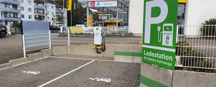 Elektrisch tanken: Ladesäule für E-Autos bei Altmann Autoland in Haan