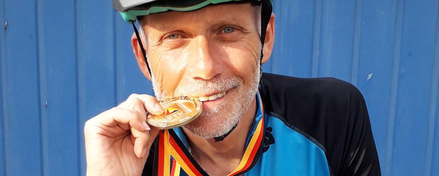 HAT: Wolfgang Döpper ist Deutscher Altersklassen-Meister beim Cross-Triathlon
