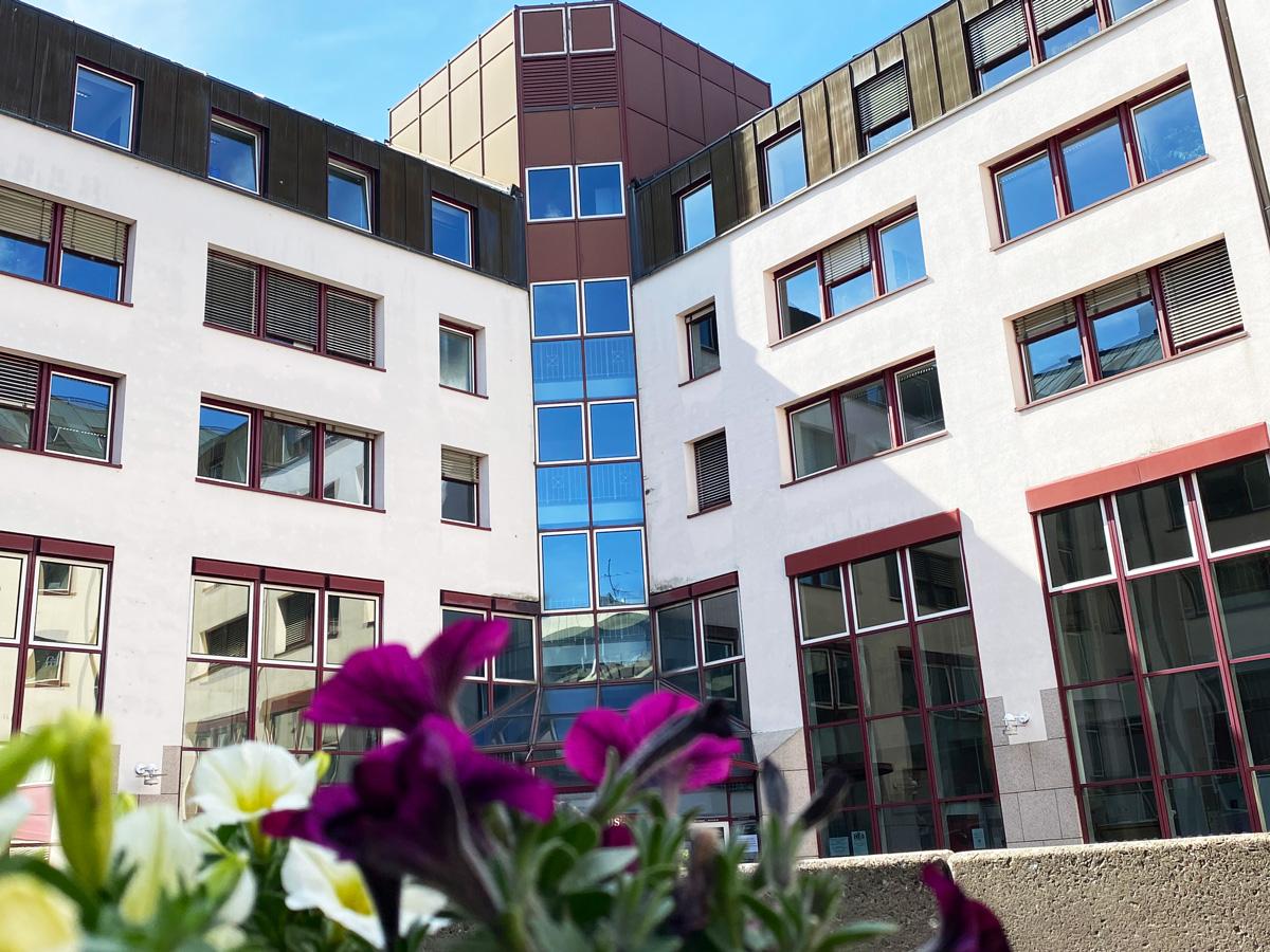 Rathaus-Innenhof-Hilden-Personal