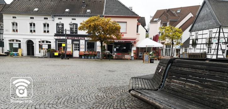 Ansammlungen auf dem alten Markt: Stadt greift durch