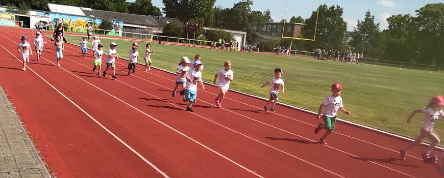 Kindergartenkids erlaufen sich ihr Minisportabzeichen