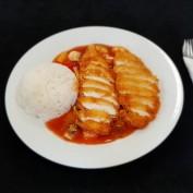 Knuspriges Hühnerfleisch mit Reis