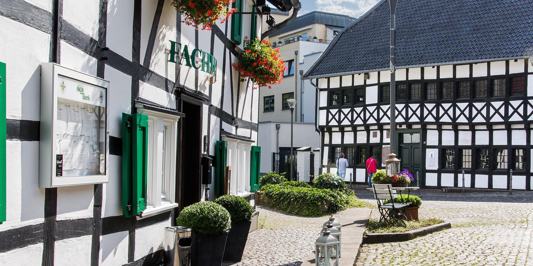 aussen-fachwerk-restaurant-markt-schwanenstrasse-hilden-essen5bd07422730e5